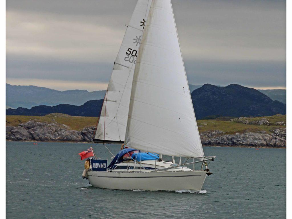 Moody 28 Under Sail