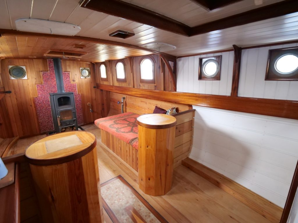 Luxe Dutch Barge Saloon
