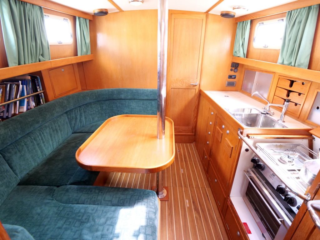 Fisher 34 MkIII - Saloon