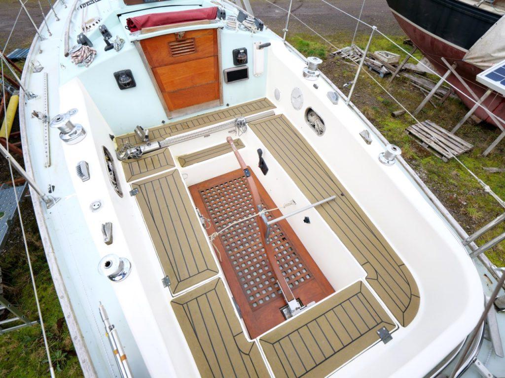 Contessa 32 cockpit