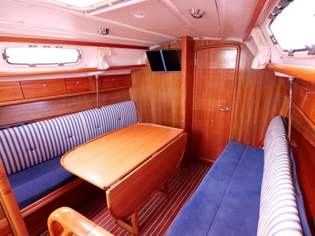 Bavaria 30 Cruiser Saloon