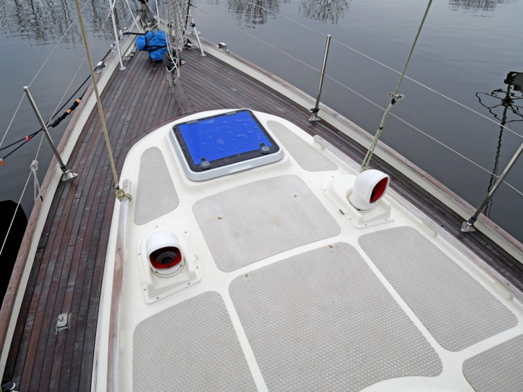 Vancouver 34 Pilot House Foredeck