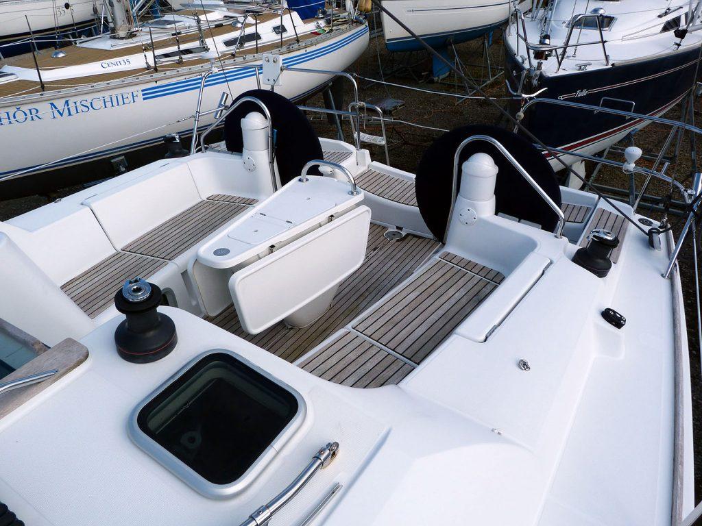 Jeanneau Sun Odyssey 39i  Cockpit