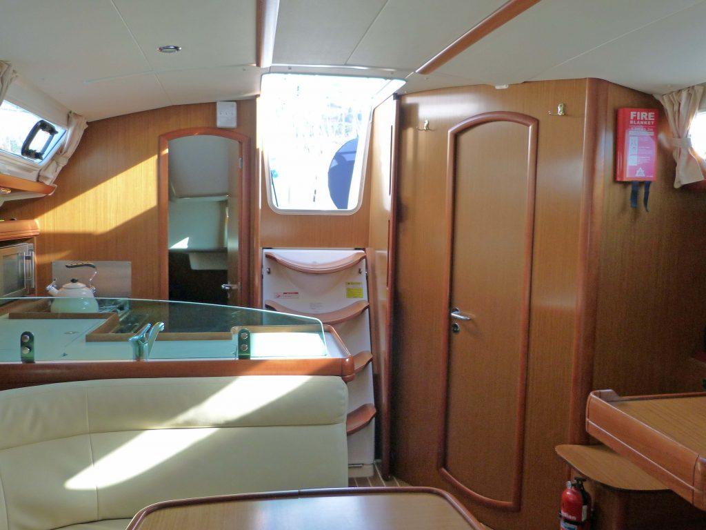 Jeanneau Sun Odyssey 39i Companionway