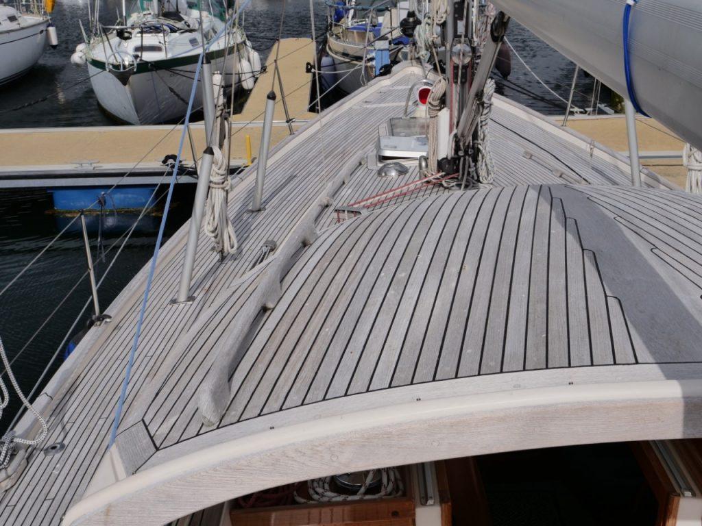 Hallberg-Rassy 42F MkII - on deck