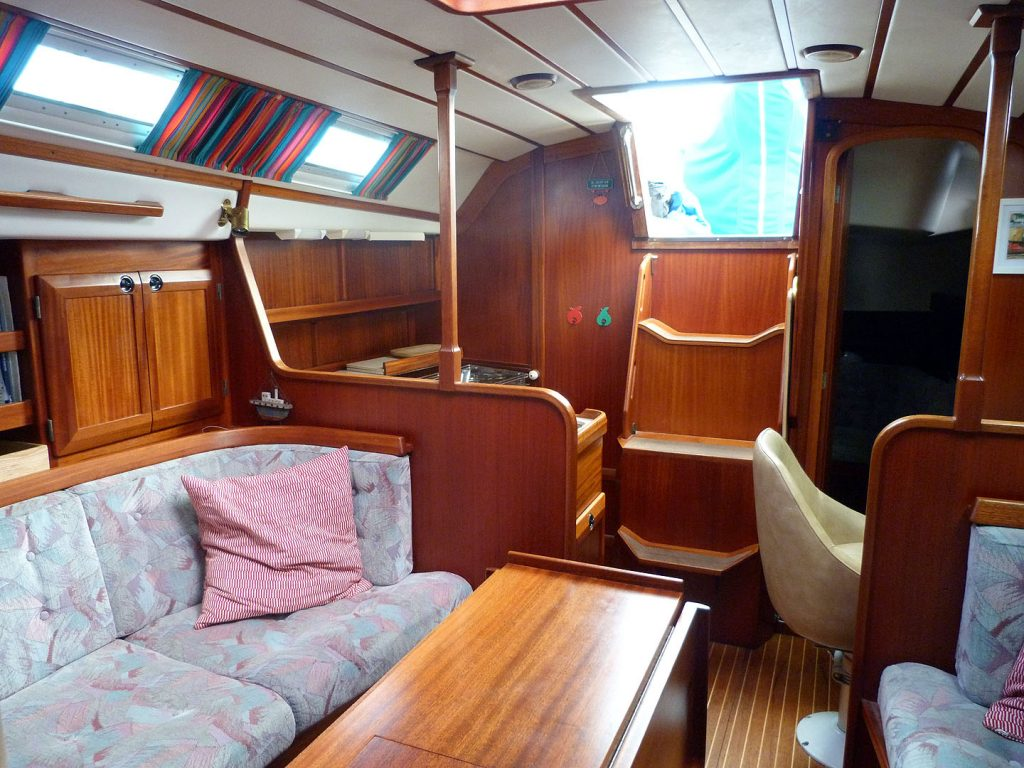 Sweden Yachts 370 Saloon