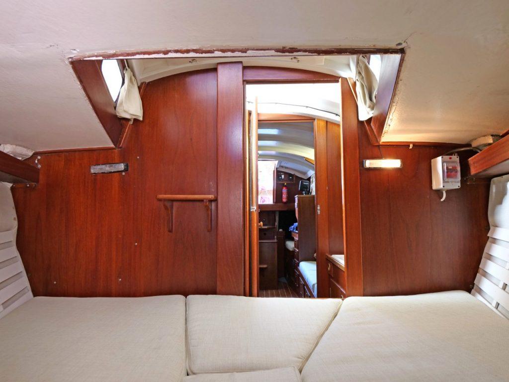 Hallberg-Rassy Mistral 33 Forward Cabin