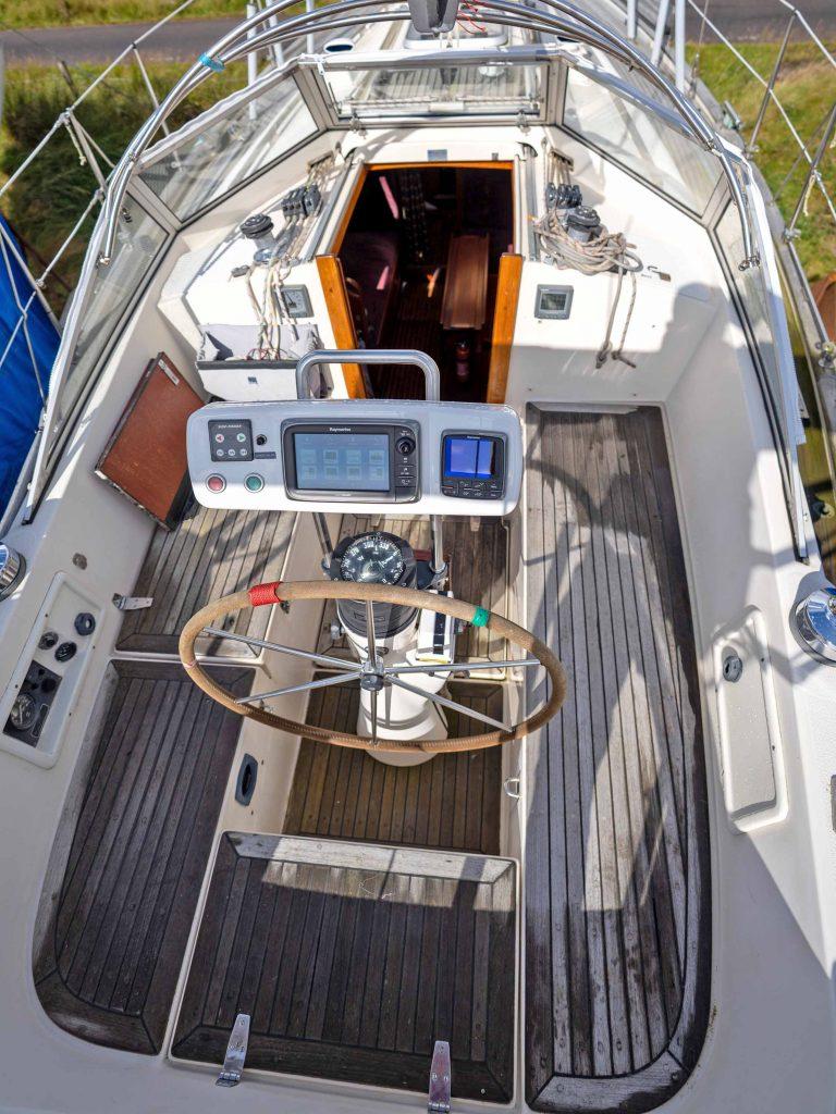 Hallberg-Rassy 312 Cockpit