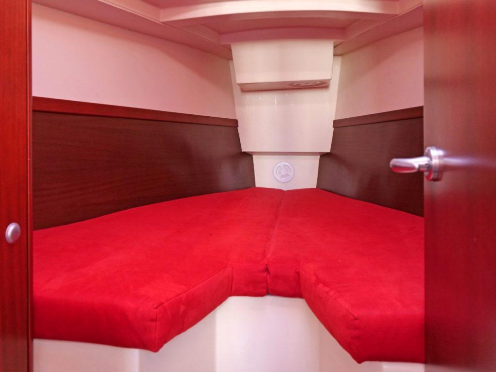 Hanse 320 Forward cabin