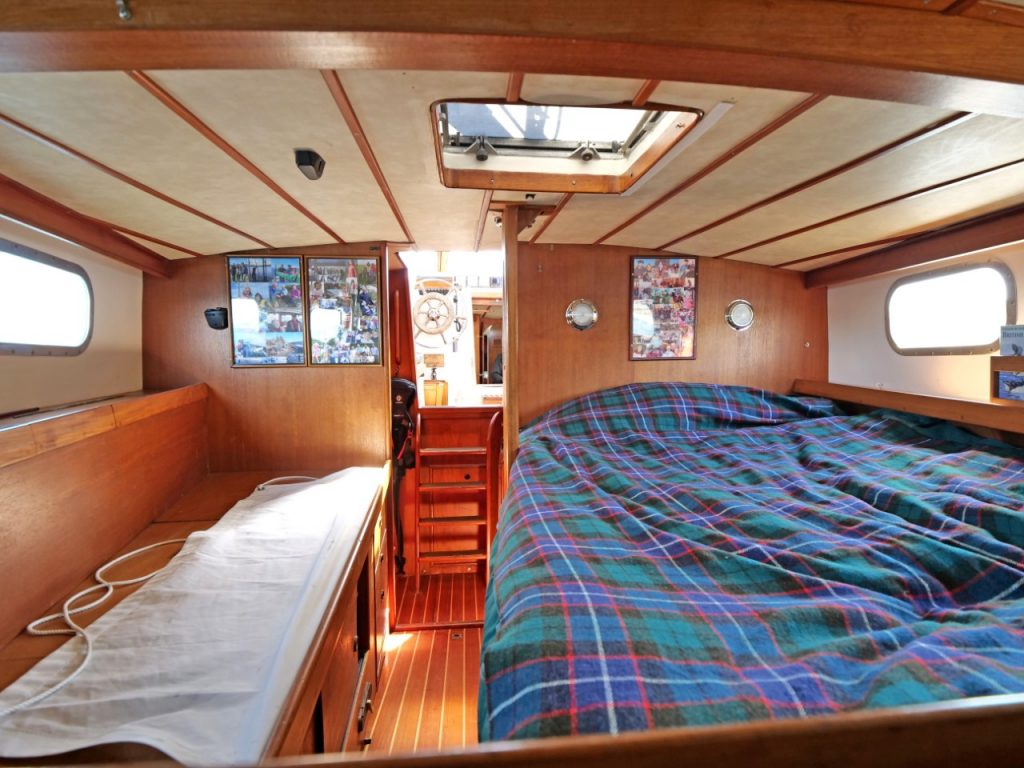 Victory 40 aft cabin