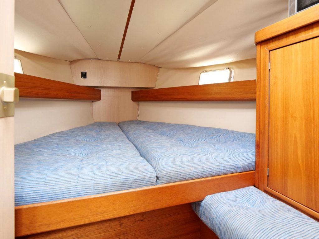 Jeanneau Sun Dance 36 forward cabin