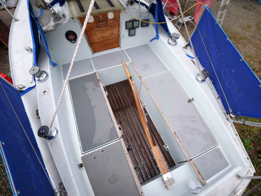 Contessa 28 cockpit