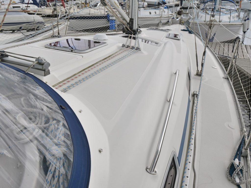 Bavaria 37 Cruiser on deck