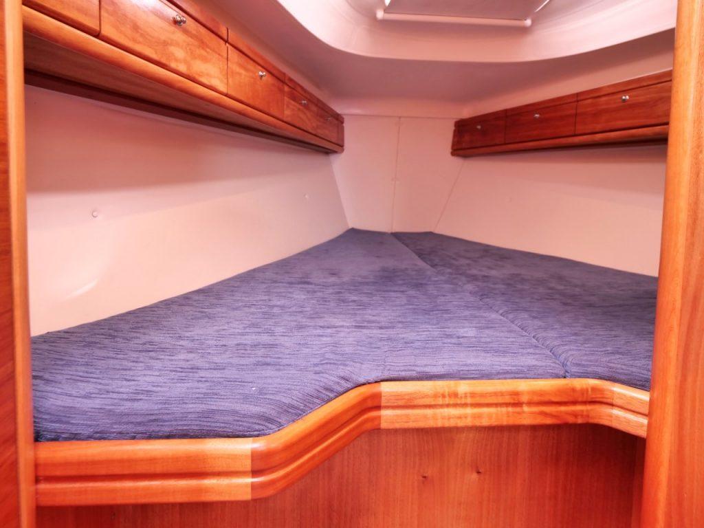 Bavaria 37 Cruiser forward cabin