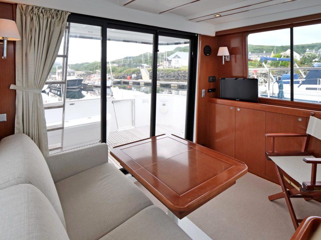 Beneteau Swift Trawler 34 saloon