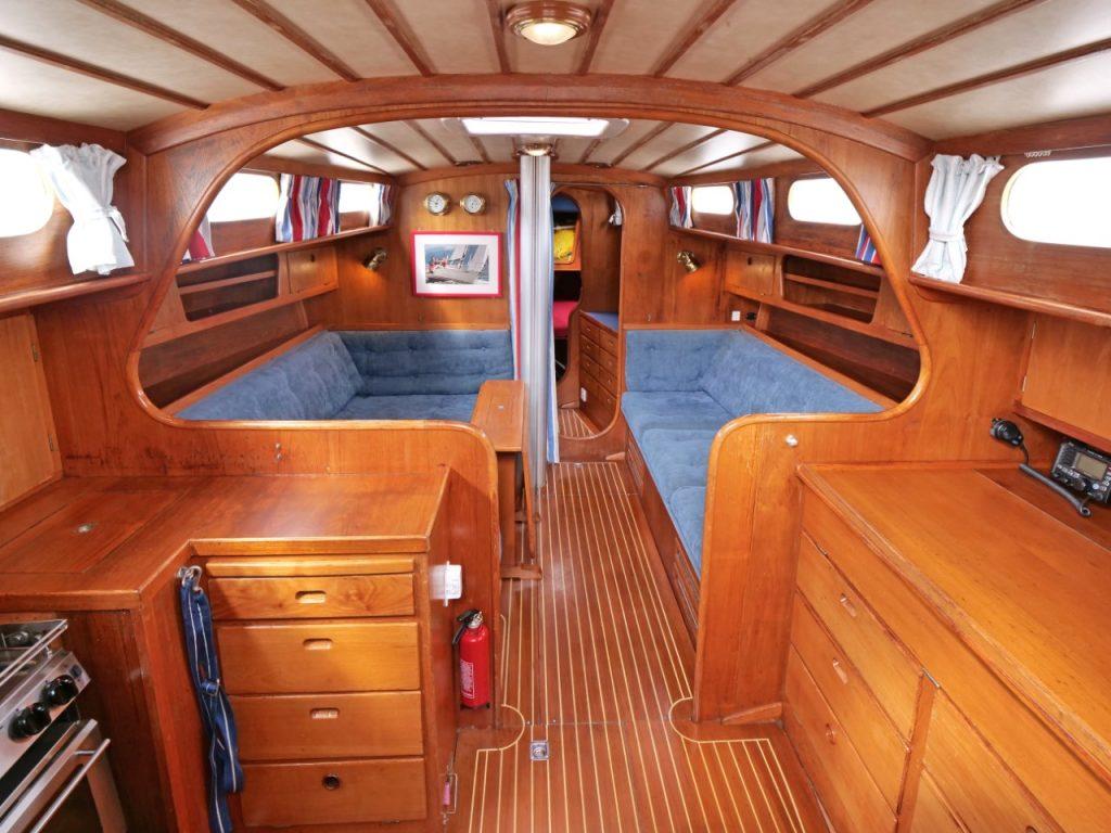 Fantasi 37 below decks