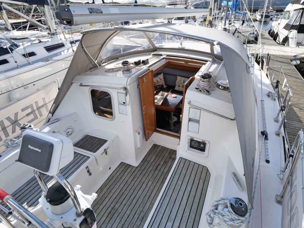 Moody Eclipse 33 cockpit