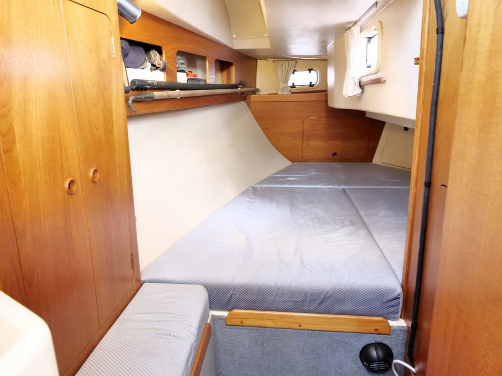 Moody Eclipse 33 aft cabin